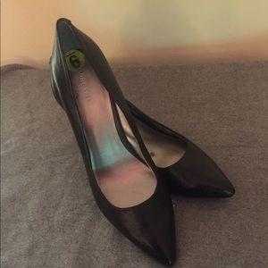 Black leather pointed toe pumps Nine West size 9M